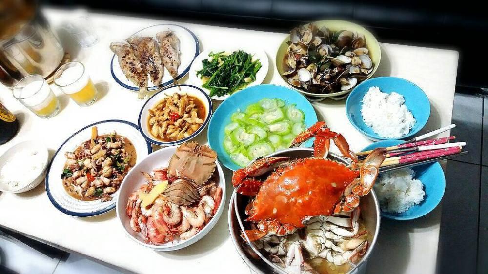 附圖三_滿桌的海味料理